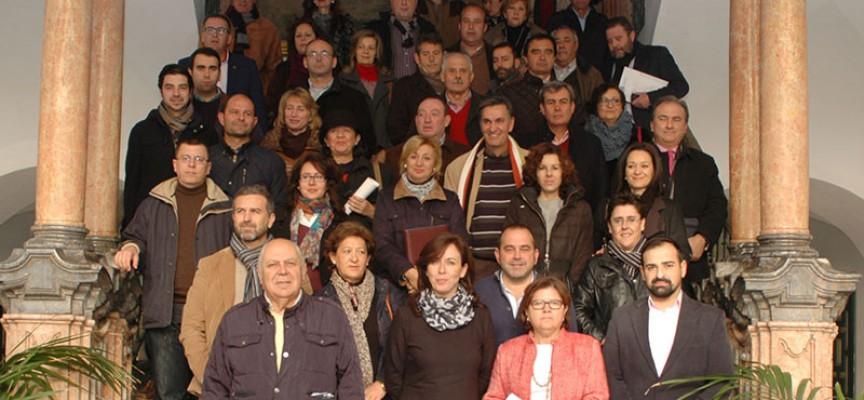 Diputación y ayuntamientos firman la ayuda a domicilio para 2015 que supera los 22,7 millones de euros