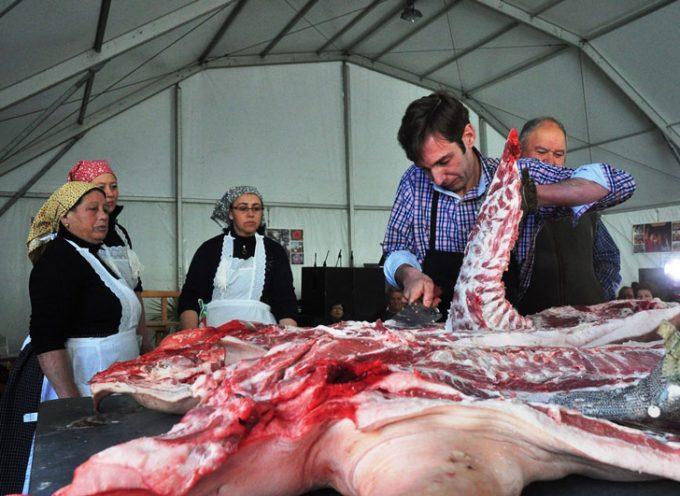 Unas 3000 personas asisten a la recreación de la tradición de la matanza en Villanueva de Córdoba