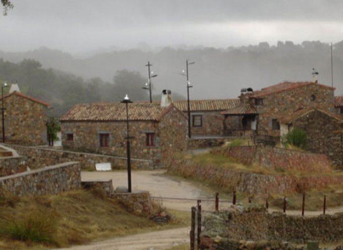 Cardeña amplía su oferta de turismo rural con la culminación del nuevo complejo de la aldea del Cerezo
