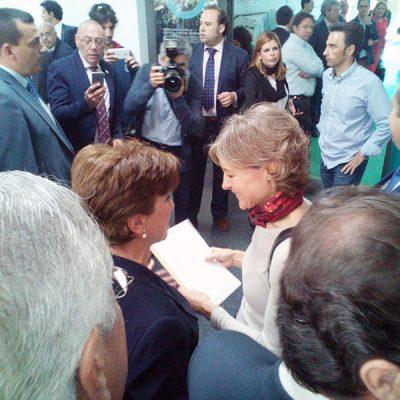 La plataforma 'Que pare el tren en Los Pedroches' entrega sus reivindicaciones a la ministra de Agricultura
