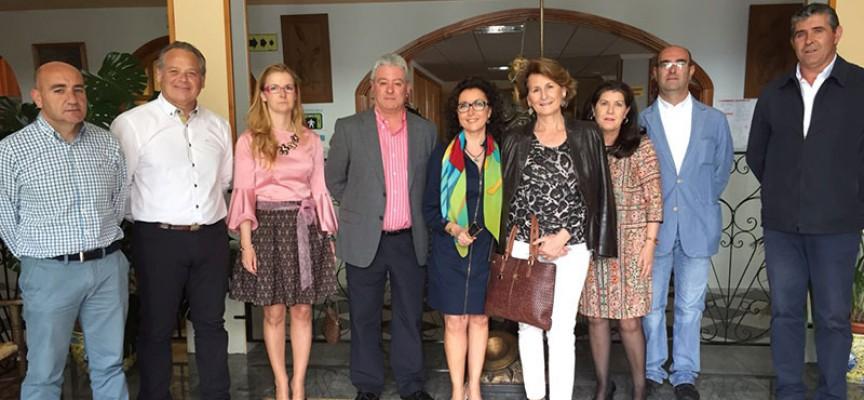 La delegada de Igualdad, Salud y Políticas Sociales visita la residencia 'El Salvador' de Pedroche