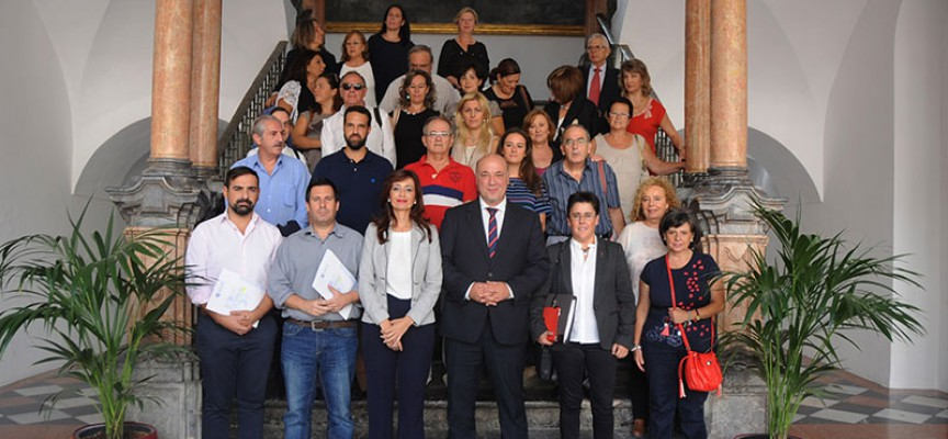 Diputación suscribe un convenio con la Escuela Hogar María Jesús Herruzo, de Villanueva de Córdoba
