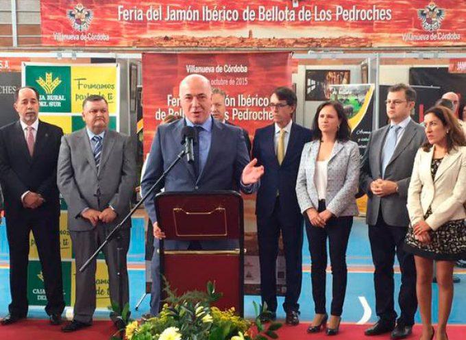 Antonio Ruiz traslada al sector del jamón ibérico de Los Pedroches el apoyo de la Diputación
