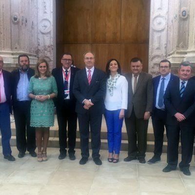 El Pleno del Parlamento de Andalucía aprobó ayer una proposición de apoyo al sector lácteo