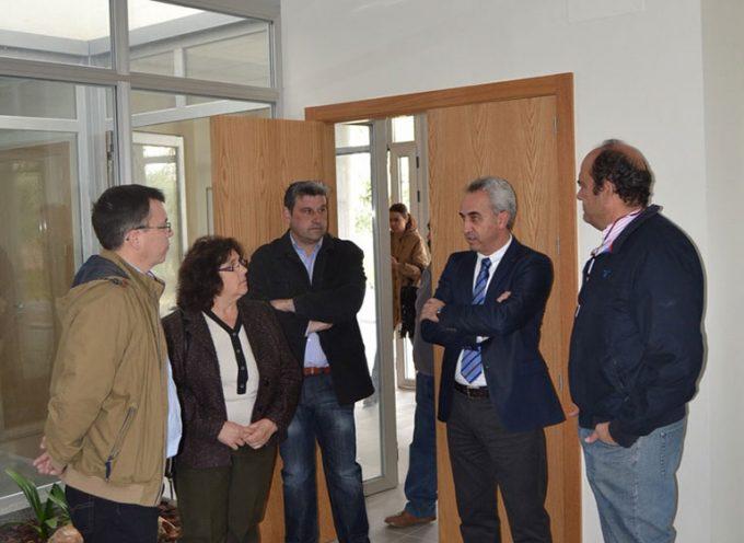 Diputación entrega la obra de reforma del cementerio de Villaralto y la ampliación de su sala de velos