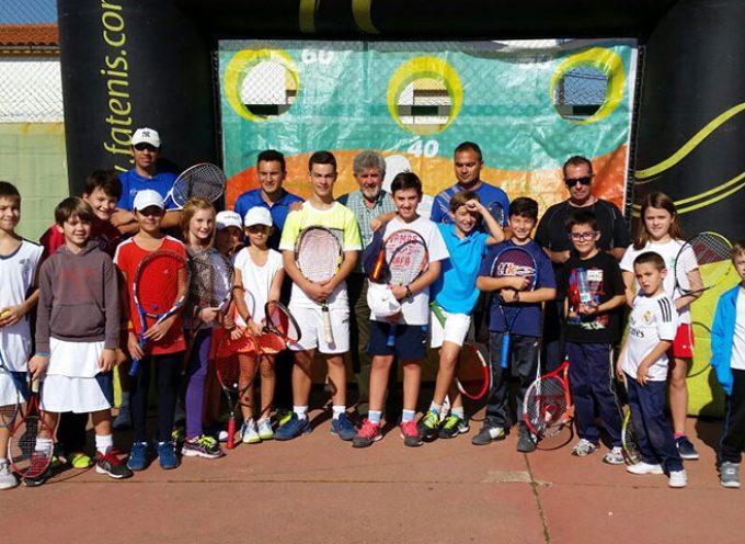 Unos 40 niños y niñas participaron en un Clinic de Tenis en Pozoblanco