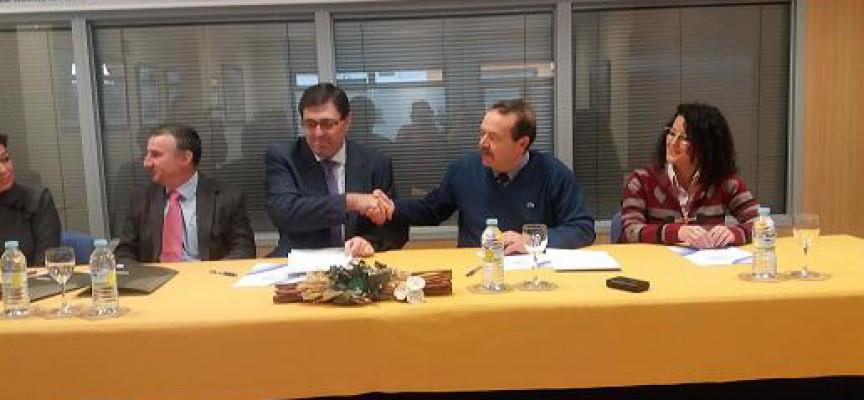 Cajasur firma un convenio con la Asociación de Empresarios de Pozoblanco
