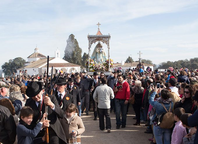 Unas 15.000 personas se dan cita para llevar a la Virgen de Luna a Pozoblanco