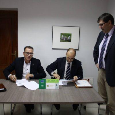 La Fundación Cajasur firma un convenio de apoyo a Adroches