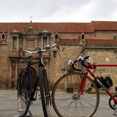 Una quedada de bicicletas clásicas en Hinojosa del Duque