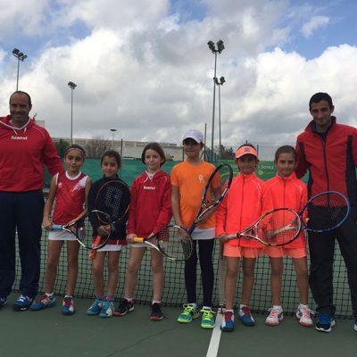 El equipo benjamín femenino del Club Tenis Pozoblanco se clasifica para semifinales del Campeonato de Andalucía