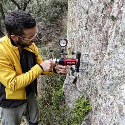 El Ayuntamiento de Santa Eufemia prepara una zona para practicar la escalada