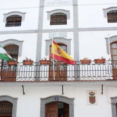 En Cardeña retiran la bandera de la UE en protesta por su actitud ante los refugiados