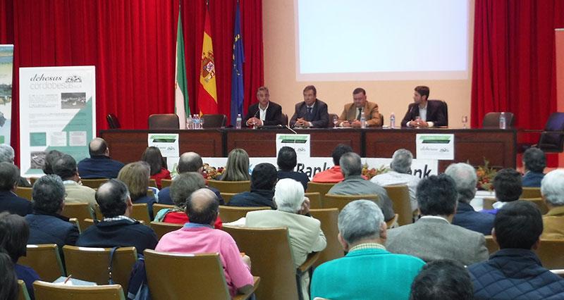 El delegado de Agricultura y el alcalde de Hinojosa del Duque clausuran las Jornadas organizadas por cooperativas de la localidad