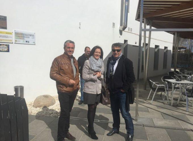 La delegada del Gobierno visita el Hotel Piedra y Luz, que gestiona PRODE en Hinojosa del Duque
