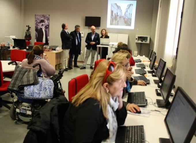 La Junta apuesta por las nuevas tecnologías, la innovación social y el emprendimiento en Hinojosa del Duque