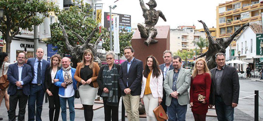 Los Quijotes de Aurelio Teno recalan en la plaza Costa del Sol de Torremolinos