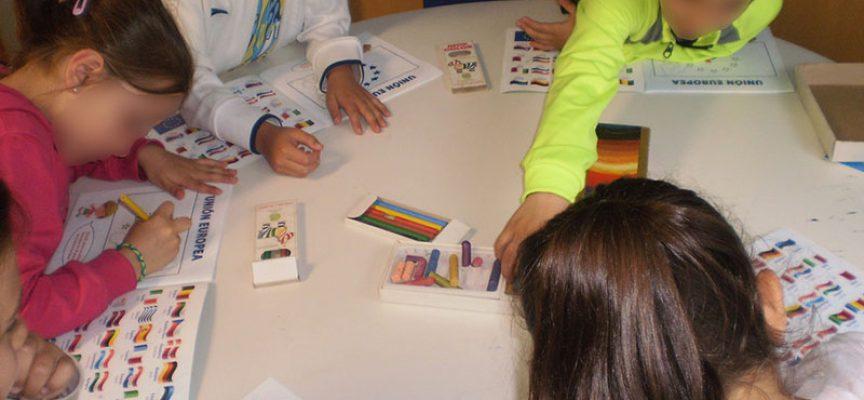 Jóvenes participan en las actividades que Europe Direct Córdoba organiza con motivo del Día de Europa