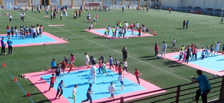 Casi 300 niños en la segunda concentración de iniciación al deporte celebrada en Hinojosa del Duque