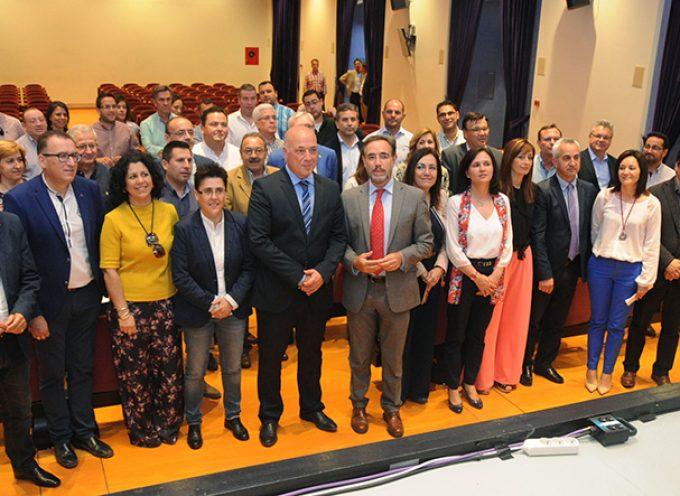 La Diputación y la Junta trasladan a los alcaldes de la provincia medidas en materia de vivienda