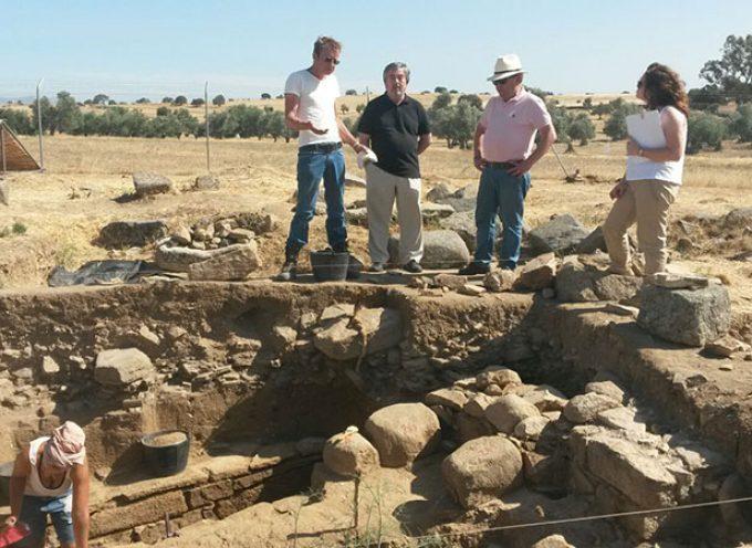 El delegado de Cultura visita el yacimiento arqueológico de La Losilla, en Añora