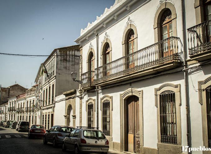 Un paseo por Villanueva de Córdoba para ver belenes, fachadas engalanadas y escaparates