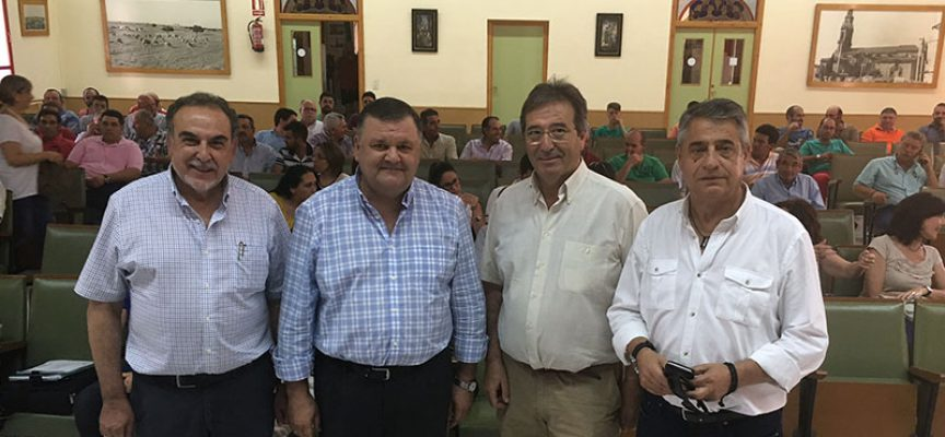 El delegado de Agricultura presenta en Hinojosa del Duque las ayudas de la Junta a la modernización de explotaciones