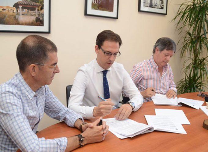 El Ayuntamiento de Pozoblanco firma el contrato del servicio de ayuda a domicilio por 892.000 euros