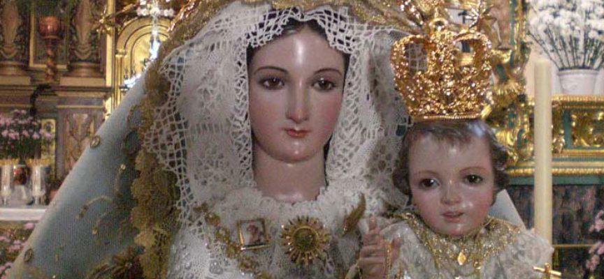 La Virgen de Luna expuesta en Besamanos en Villanueva de Córdoba