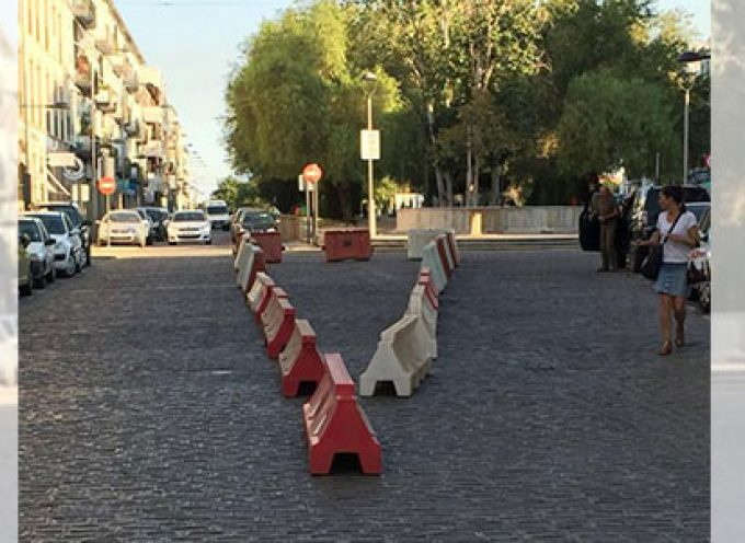 Una isleta para evitar aparcar en doble fila en la Avenida Marcos Redondo de Pozoblanco