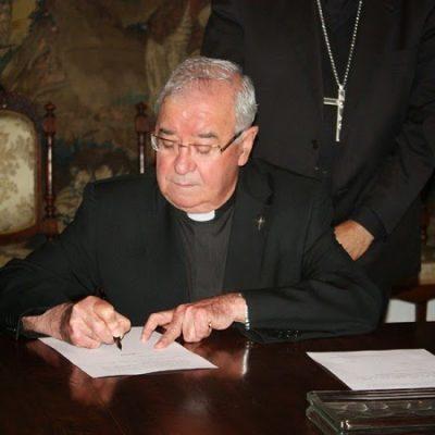 Un acto de homenaje a Moreno Valero presentando su último libro