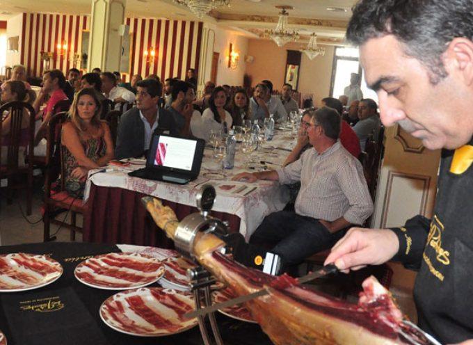 Hosteleros de Córdoba y empresas jamoneras comparten experiencias en Villanueva de Córdoba