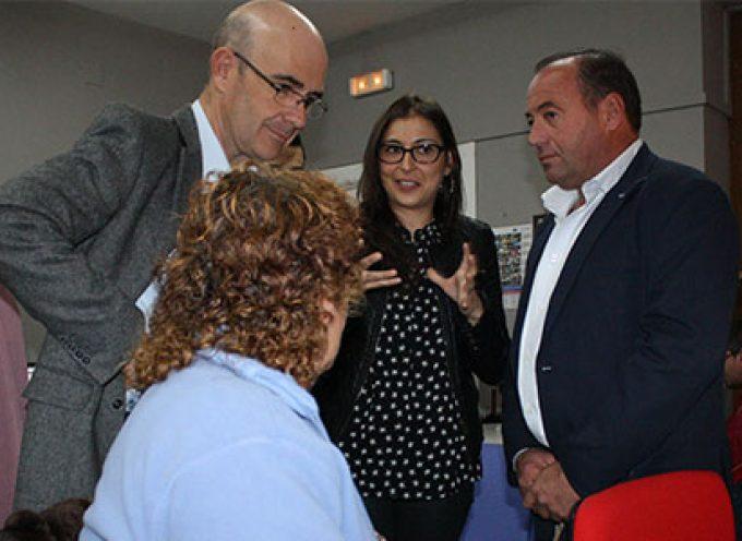 El delegado de Economía ha visitado las instalaciones del centro Guadalinfo de Belalcázar