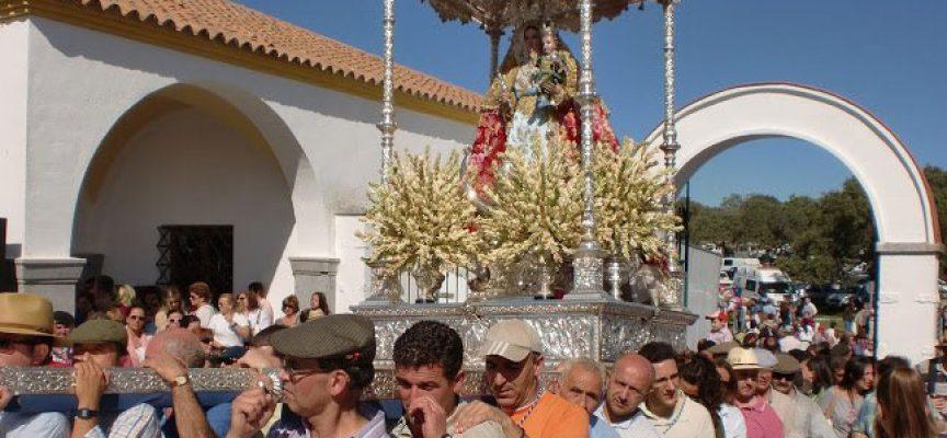 Salida extraordinaria de la Virgen de Luna por su santuario