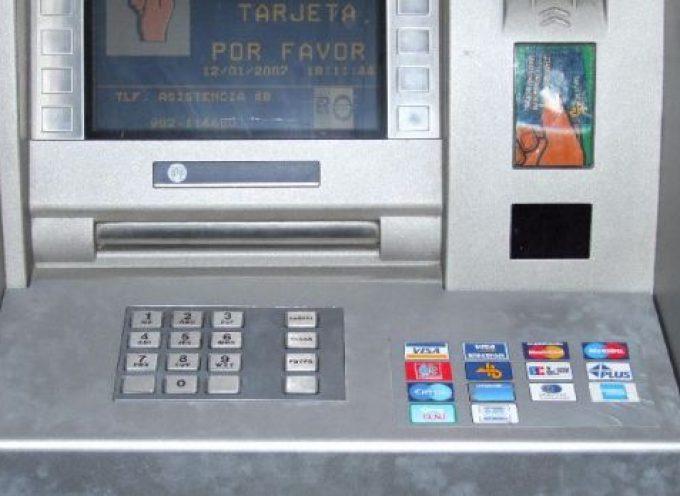 En Hinojosa del Duque se cobrará 400 euros por los cajeros automáticos