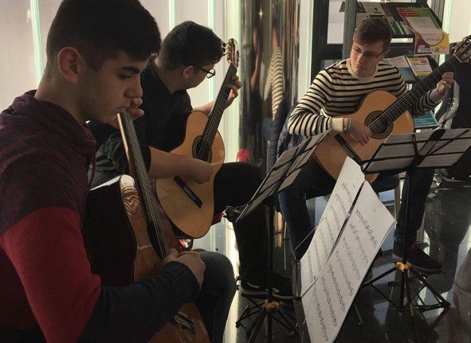 Alumnos del Conservatorio de Música Marcos Redondo tocan en directo para los usuarios del Hospital Valle de los Pedroches