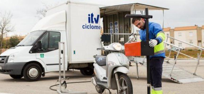 Visita de la unidad móvil de la ITV para ciclomotores a Hinojosa del Duque