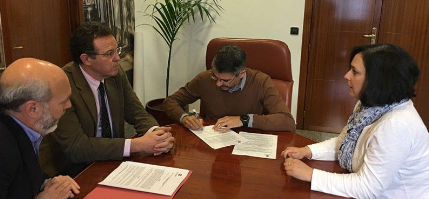 El Ayuntamiento de Pozoblanco firma un convenio con la UCO para impartir cursos de inglés a adultos