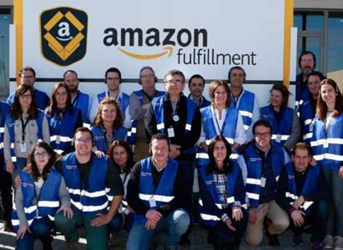 Los vecinos de Añora visitan las instalaciones de Amazon