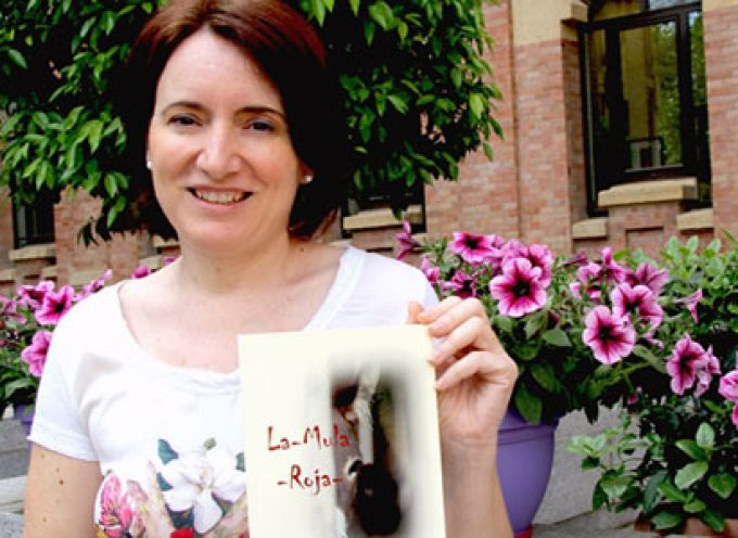 Gloria Cambrón subraya la épica de lo pequeño en su última novela 'La mula roja'