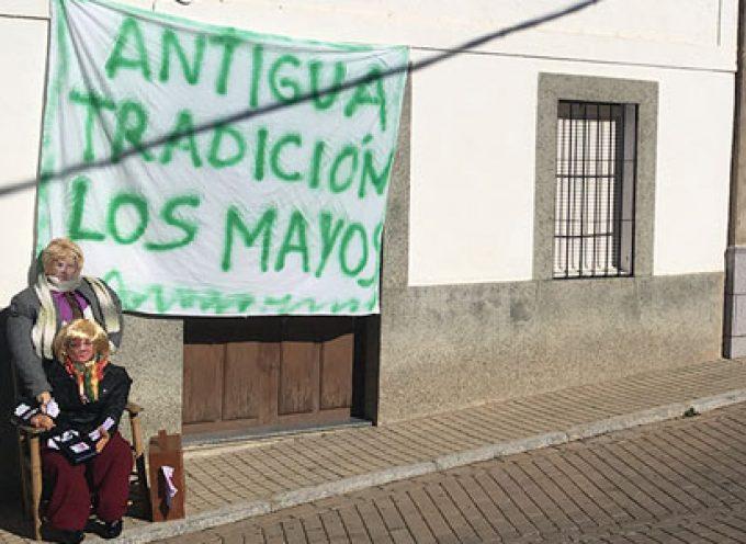 """Un grupo de vecinas recupera la tradición de """"los Mayos"""""""
