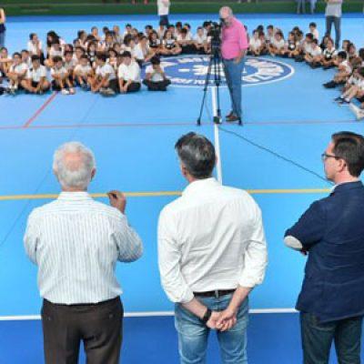 El Ayuntamiento de Pozoblanco inaugura las obras de mejora en la pista del pabellón del colegio salesiano