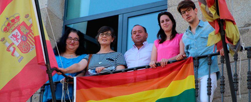 Una alfombra de sal en Dos Torres para celebrar el día internacional del orgullo LGTBI