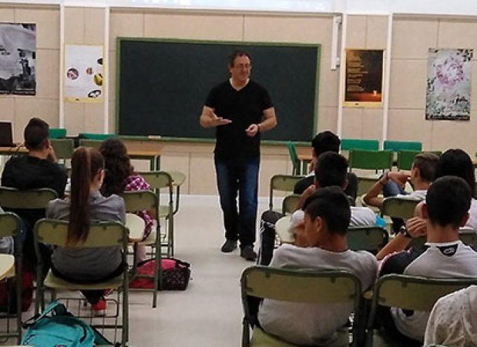 El alumnado del IES San Roque de Dos Torres recibe un taller sobre salud emocional