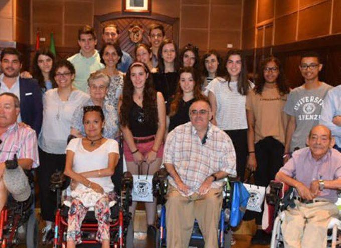 Recepción de los voluntarios del campo de trabajo concepcionista en el CAMF en el Ayuntamiento de Pozoblanco