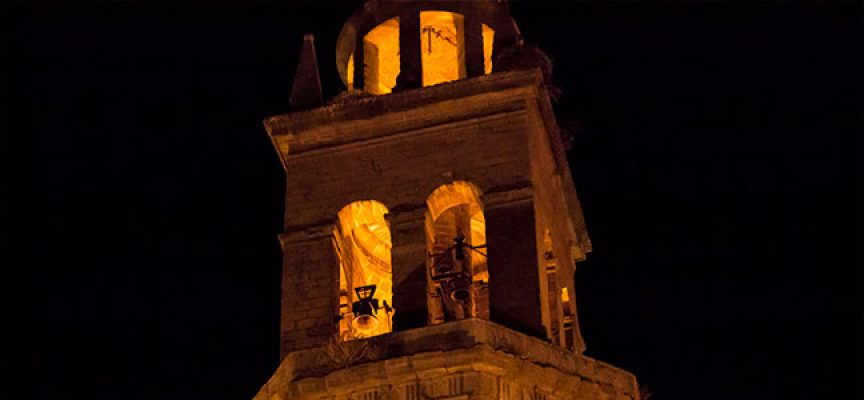 En medio de la noche tocaron las campanas de la torre de Pedroche