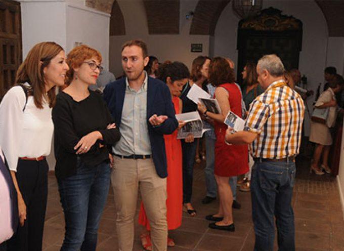 El Palacio de la Merced ya acoge la muestra fotográfica de Miguel Coleto
