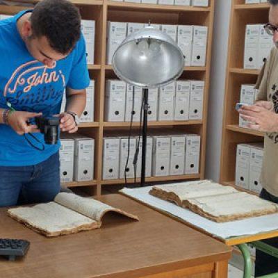 En Dos Torres se continúa con la digitalización de su archivo histórico