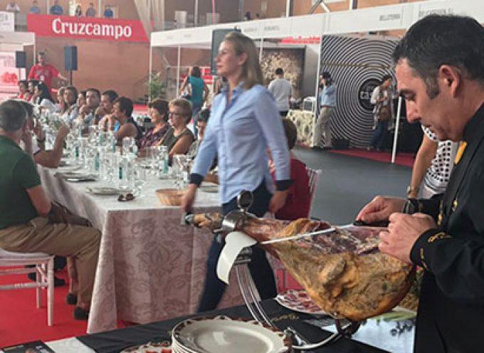 La Feria del Jamón celebra su primer día de degustación con un éxito rotundo