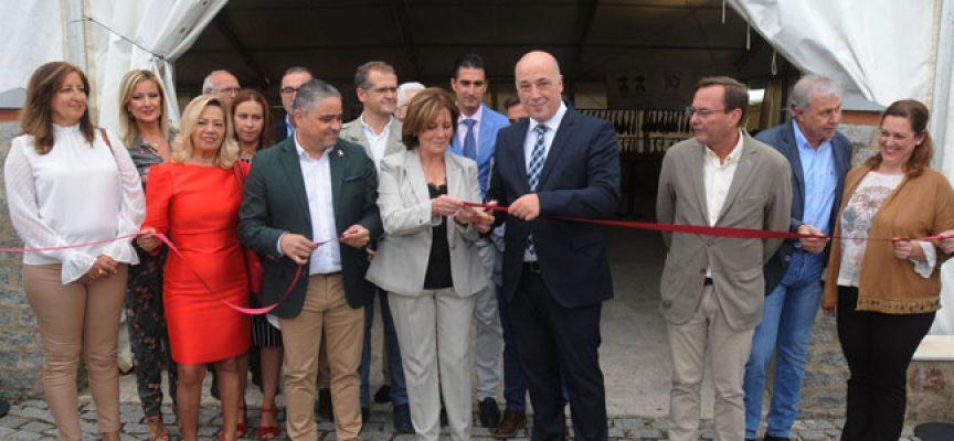 La VI Feria del Lechón Ibérico de Cardeña conjuga gastronomía, turismo y comercio